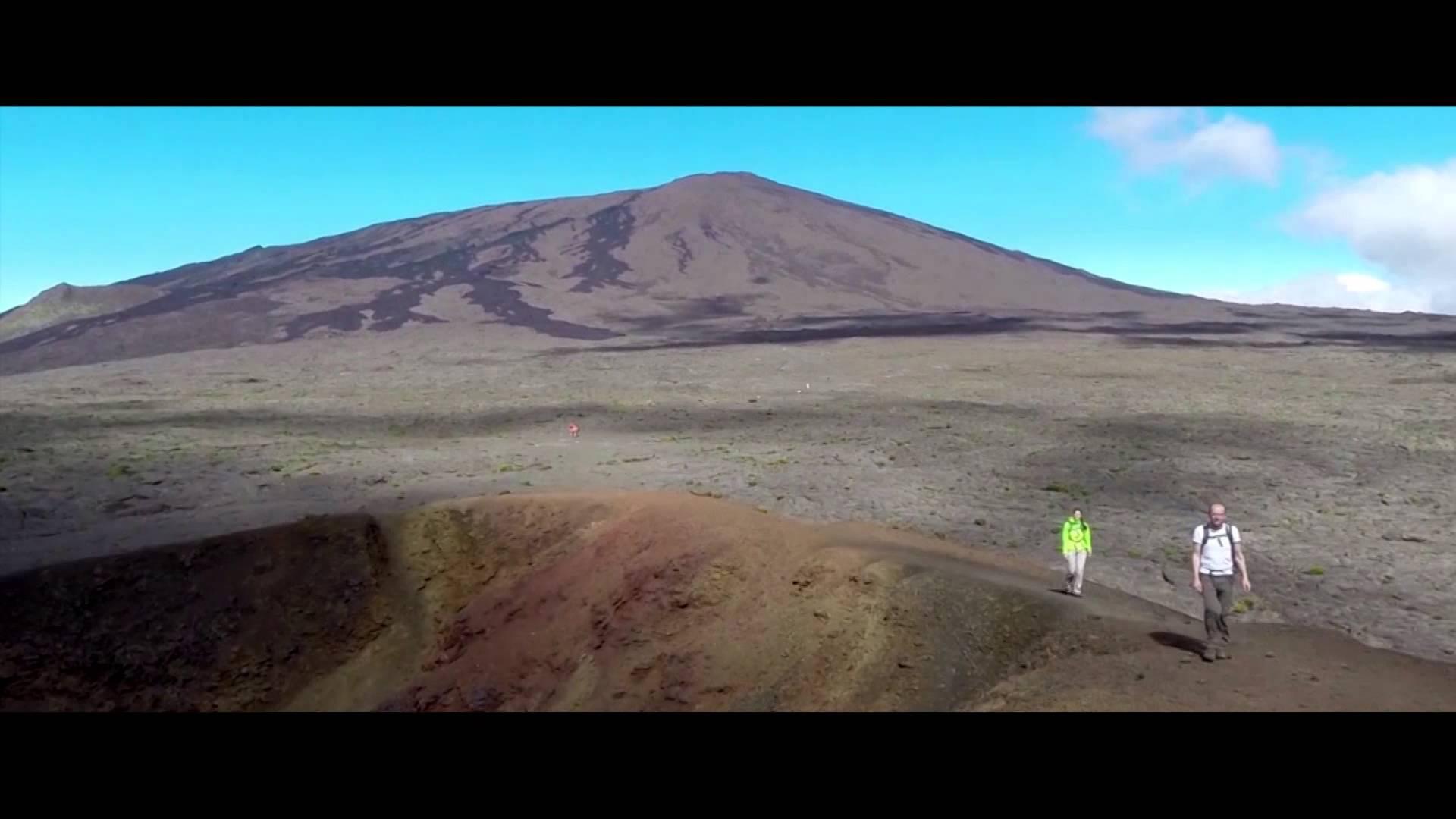 Vidéo aérienne du piton de la fournaise et ses environs