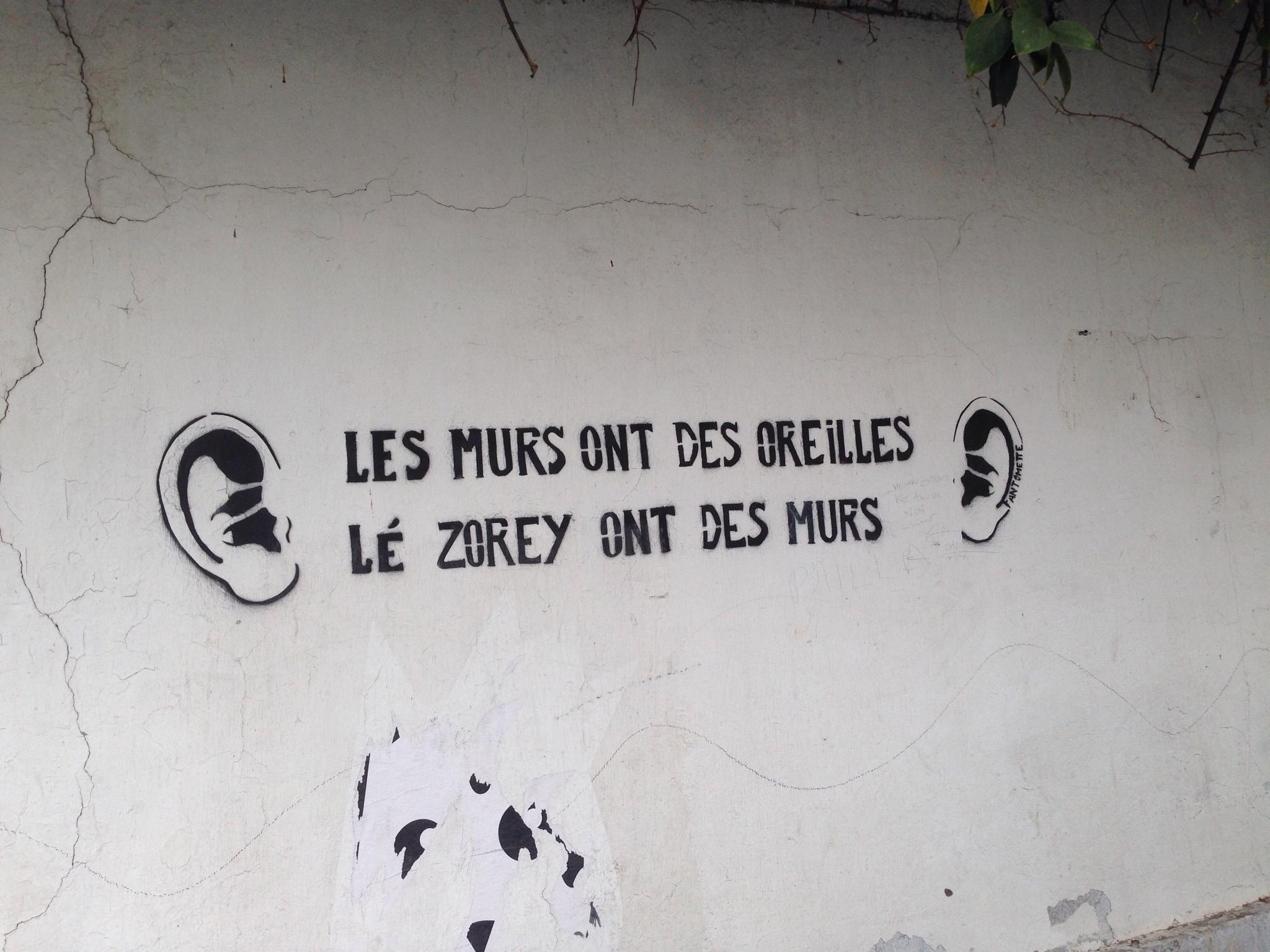 LES ZOREILS ON DES MURS