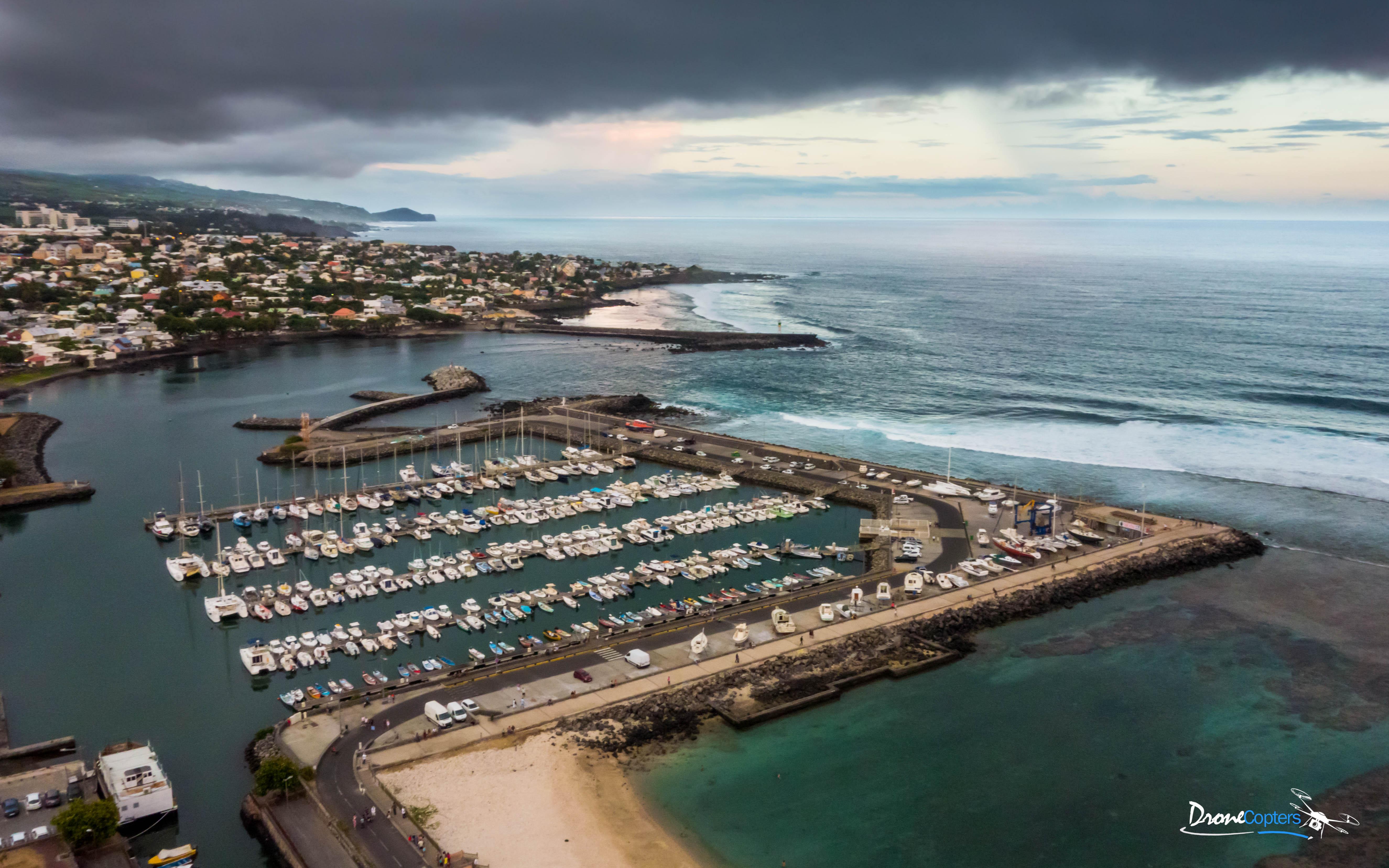 Saint pierre la capitale du sud vu du ciel par drone - Saint pierre la mer office du tourisme ...