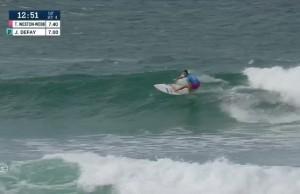 Johanne Defay rentre une manœuvre inédite dans le surf feminin