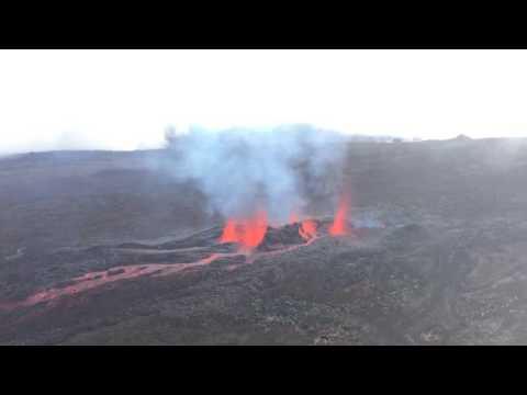 Vidéo de l'éruption du piton de la fournaise à la Réunion le 26 mai 2016
