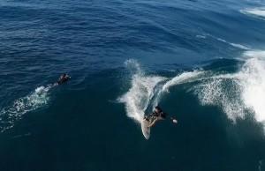 Sessions de surf à la Réunion filmées par un drone