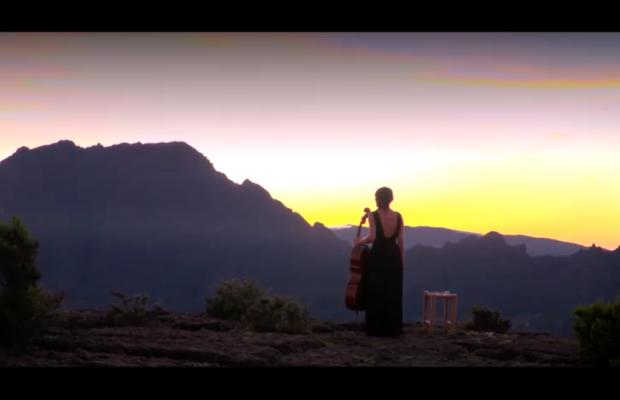 Le Maïdo et la violoncelliste